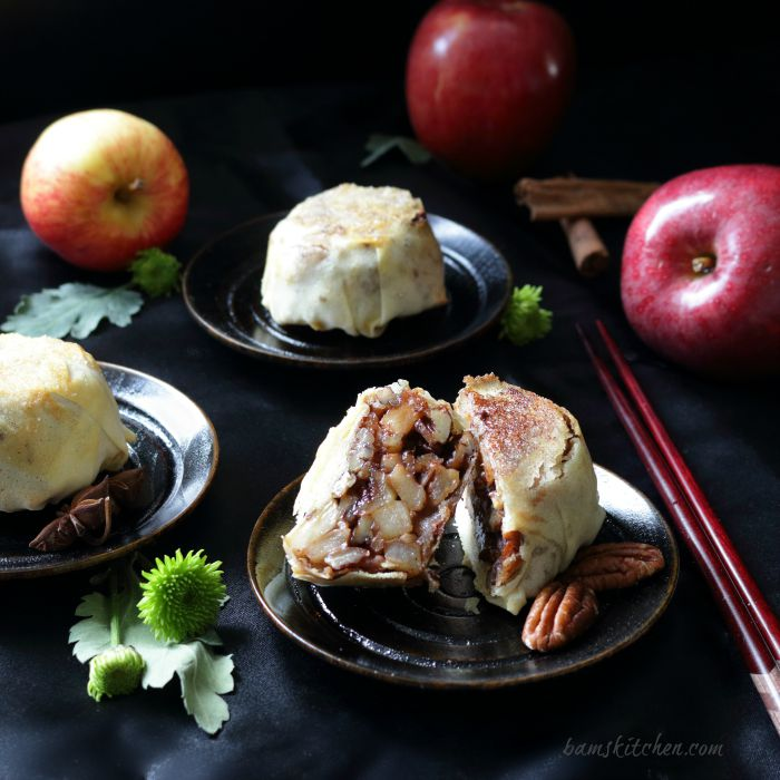 Apple Pecan Spring Roll Mooncakes / http://bamskitchen.com