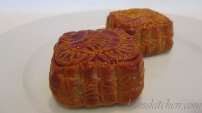 traditional lotus paste filling moon cakes.