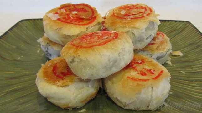 Suzhou mooncakes that have a super flaky crust.