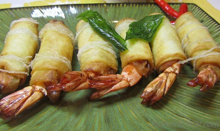 Shrimp Bundles with Thai Basil dipping Sauce