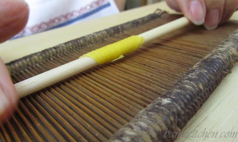 Hand tool to make pasta