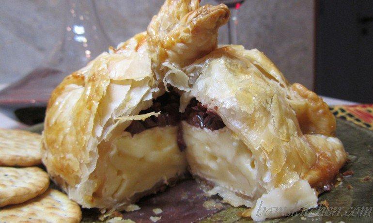 Mini holiday mediterranean brie en croute healthy world for Mandolin mediterranean kitchen