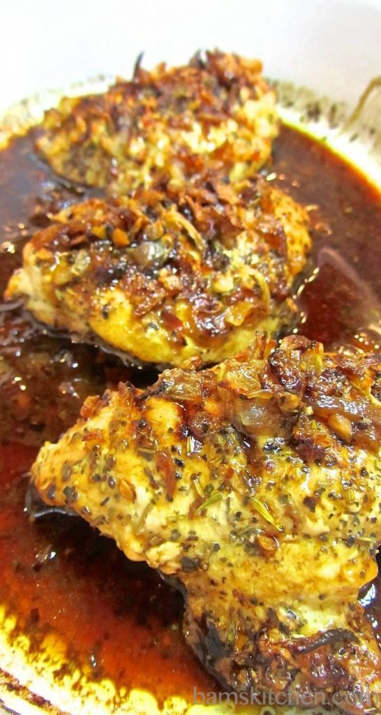 Caramelized Onion Herbed Chicken / https;//www.hwcmagazine.com