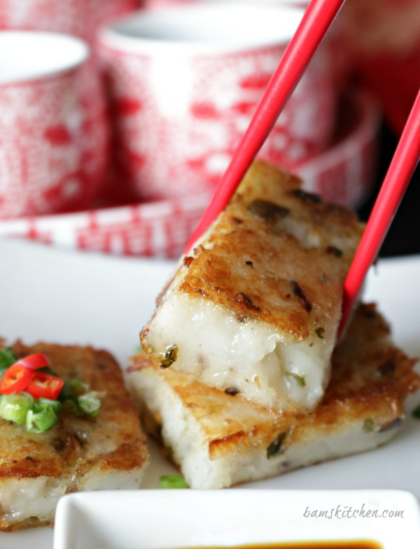 Chinese Vegan Radish Cakes / https://www.hwcmagazine.com
