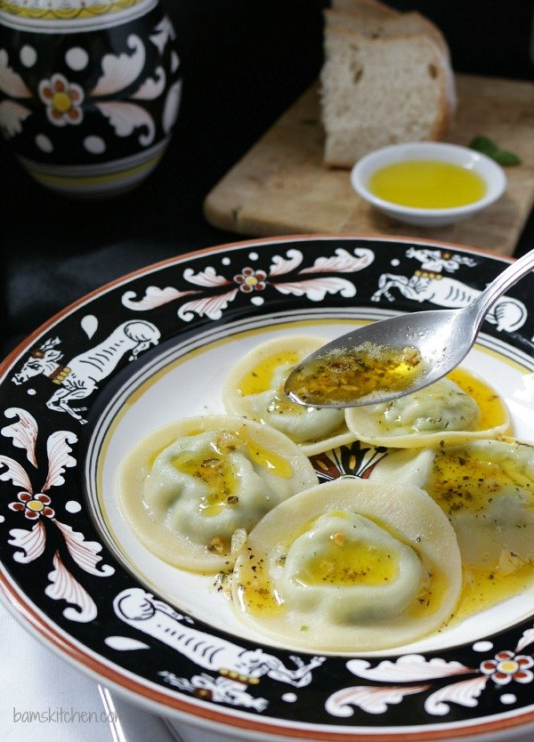 3 Cheese Ravioli and Sage Butter Sauce / http://bamskitchen.com