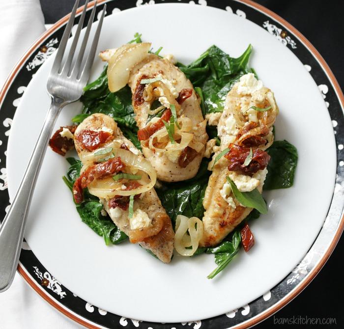 Feta and Sun Dried Tomato One Pot Chicken / https://www.hwcmagazine.com
