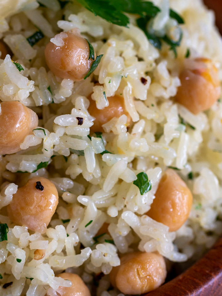 Close up shot of rice with garbanzo beans showing each grain of rice perfectly cooked.