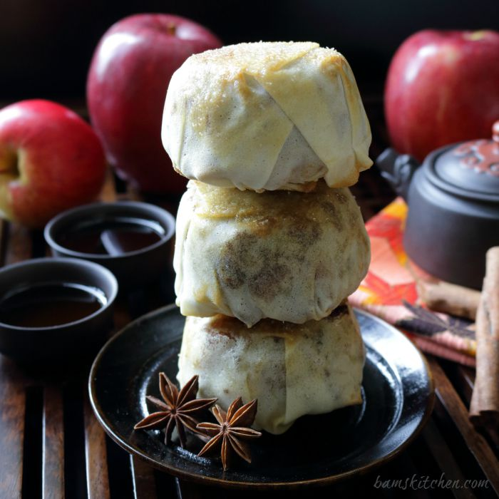 Apple Pecan Mooncake / http://bamskitchen.com