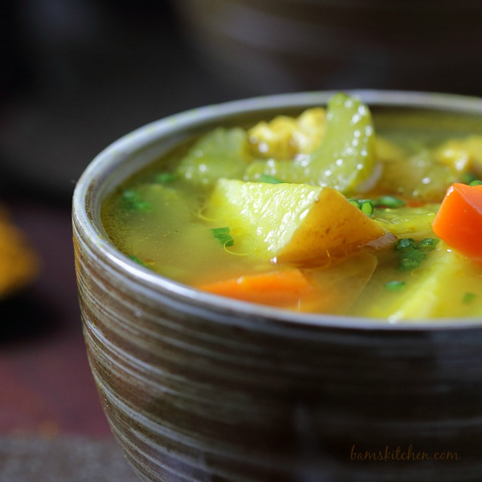 Cozy Chicken Curry Soup / http://bamskitchen.com