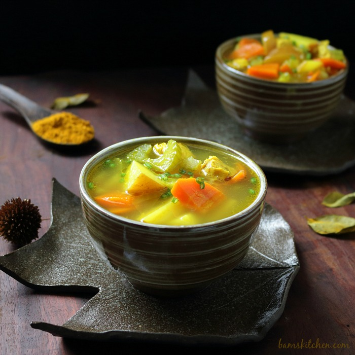 Cozy Chicken Curry Soup / https://www.hwcmagazine.com