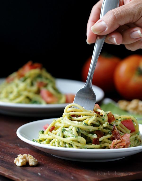 Speedy Spinach Pesto Pasta / https://www.hwcmagazine.com