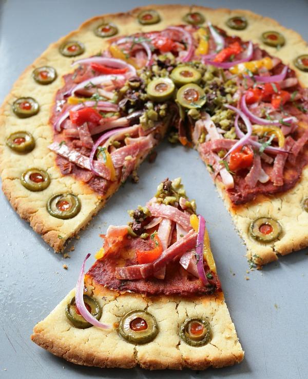 Muffuletta Pizza (Gluten-Free) / https://www.hwcmagazine.com