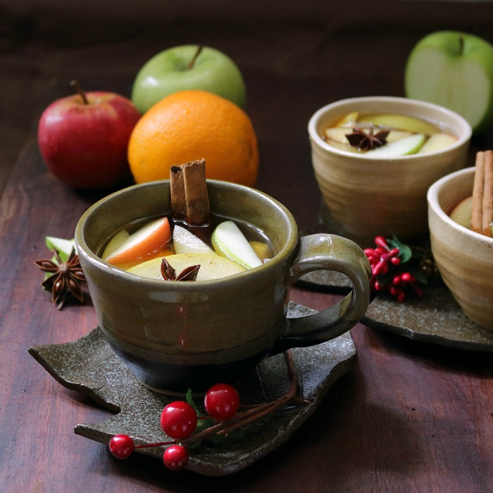 Warm Spiced Apple Cider / https://www.hwcmagazine.com