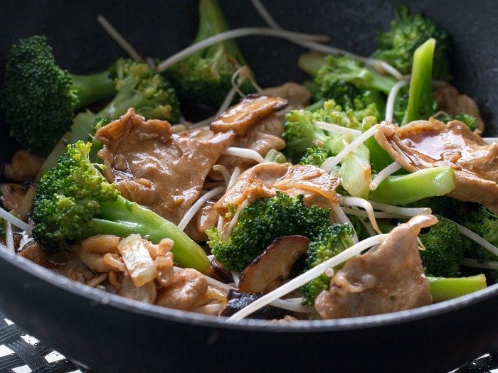 Easy Pork Shiitake Mushroom Stir Fry / https://www.hwcmagazine.com