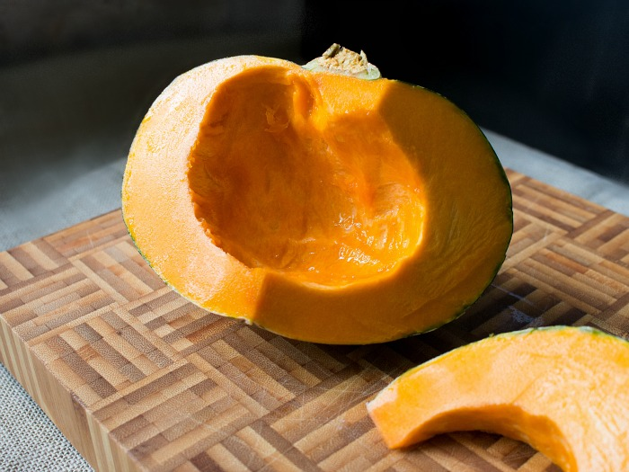 Roasted Kabocha Squash with Curried Sauce / https://www.hwcmagazine.com