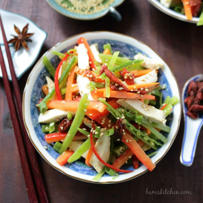 Chinese Salad with Goji Berries Dressing / https://www.hwcmagazine.com