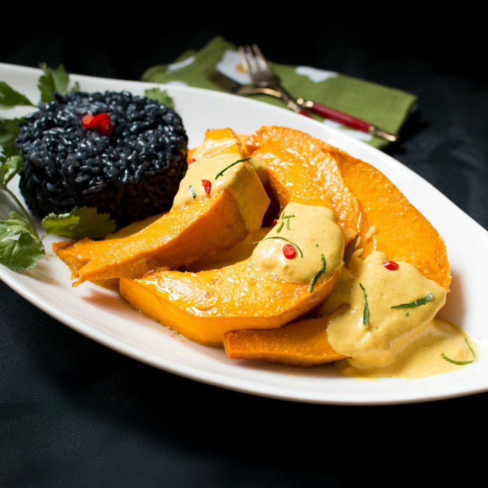 roasted-kabocha-squash-with-curried-sauce
