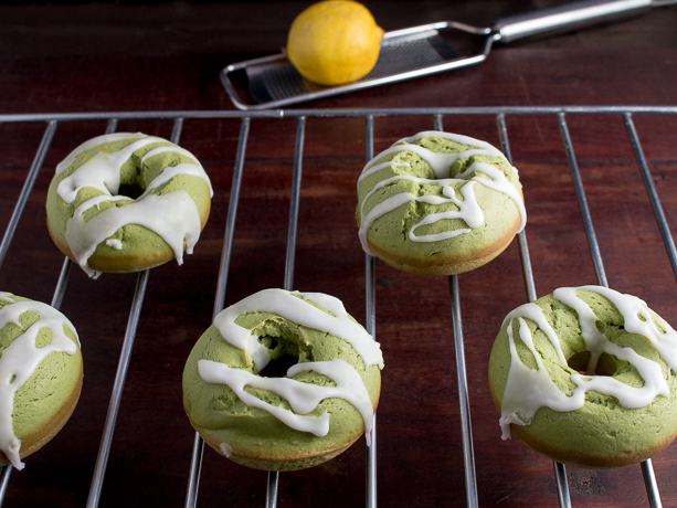 Baked Matcha Lemon Glazed Donuts / https://www.hwcmagazine.com