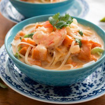 Tasty Thai Curry Bowls / https://www.hwcmagazine.com