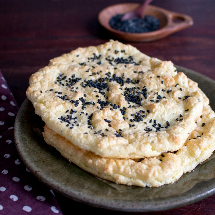 Sesame Low Carb Cloud Bread / https://www.hwcmagazine.com