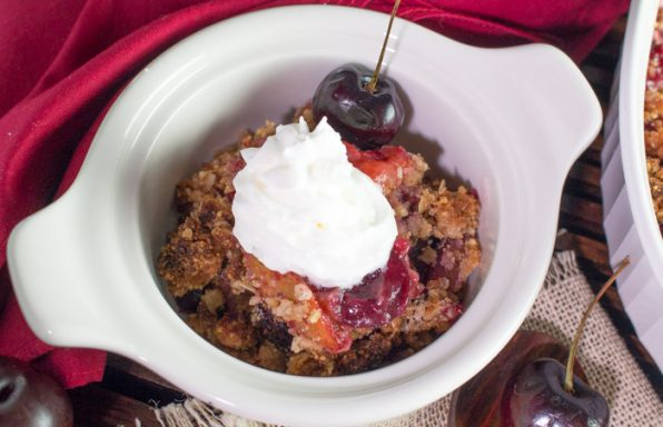 Cherry Plum Fruit Crumble / https://www.hwcmagazine.com