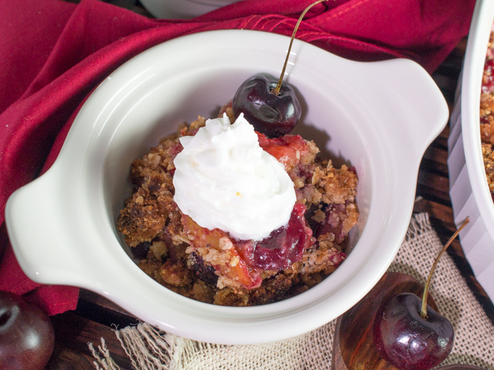 Cherry Plum Fruit Crumble / https://www.hwcmagazine.com