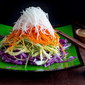 Layered High Sesame Asian Salad / https://www.hwcmagazine.com
