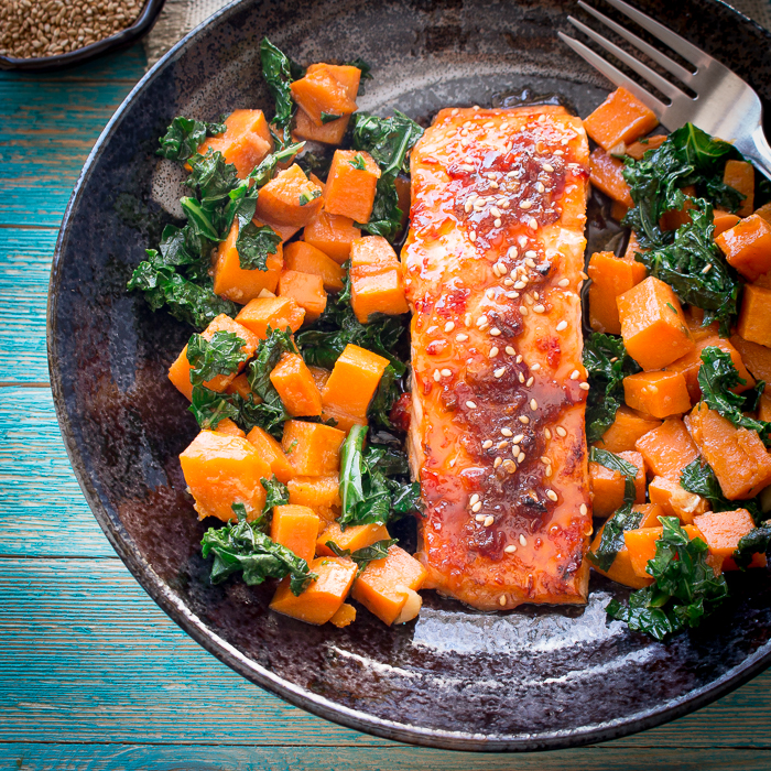 Baked Spicy Salmon and Sweet Potato Kale Hash / https://www.hwcmagazine.com