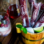Boozy Berry Ice Pops #icepops #popsicles #moscato #alcohol #summertime #dessert #wine / https://www.hwcmagazine.com