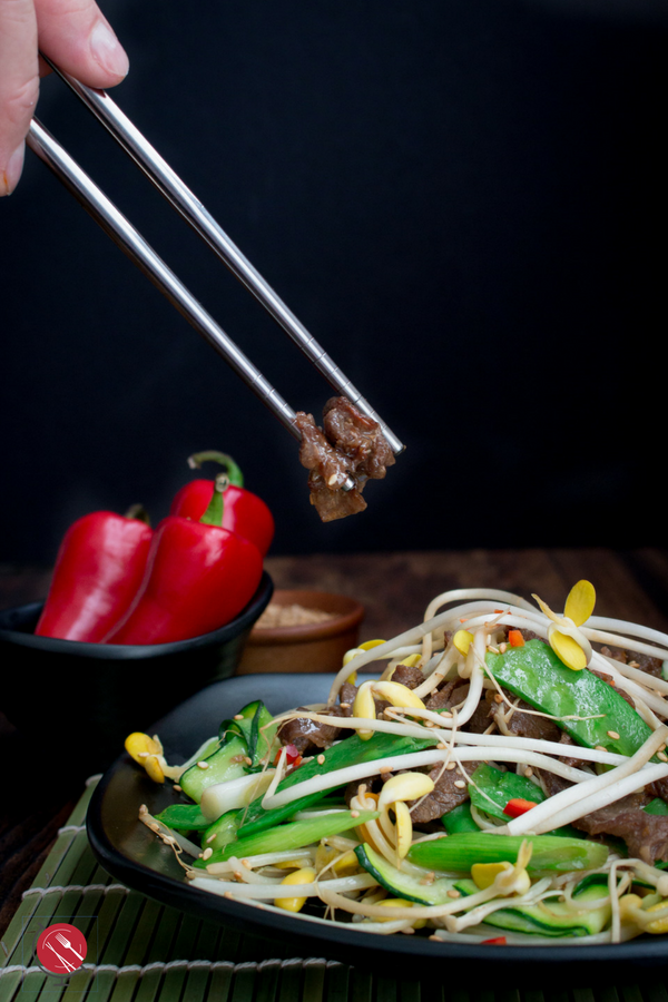 Low Carb Spicy Bulgogi Beef Stir Fry #beef #korean #stirfry #bulgogi #lowcarb / https://www.hwcmagazine.com