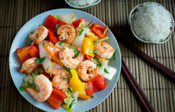 Clean Eating Shrimp Stir Fry / https://www.hwcmagazine.com