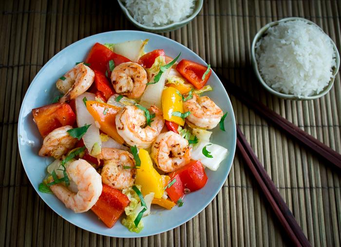 Clean Eating Shrimp Stir Fry / https://www.hwcmagazine.com
