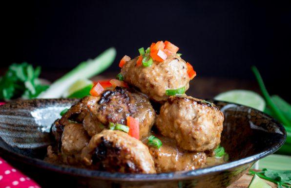 Thai Curry Turkey Tofu Meatballs / https://www.hwcmagazine.com