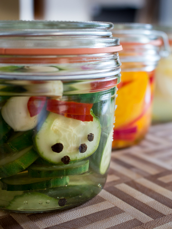 Spicy Garlic Cucumber Refrigerator Pickles / https://www.hwcmagazine.com