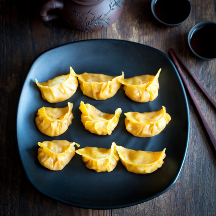 Apple Pie Pot Stickers / https://www.hwcmagazine.com