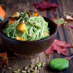One Pot Creamy Kale Pesto Pasta / https://www.hwcmagazine.com