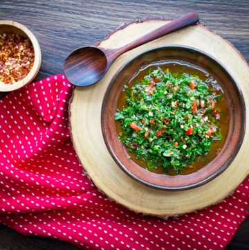 Spicy 5 Minute Chimichurri Sauce / https://www.hwcmagazine.com