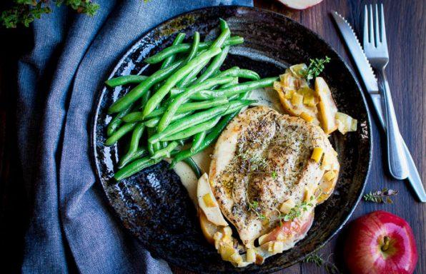 Skillet Creamy Chicken with Apples / https://www.hwcmagazine.com