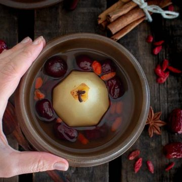 Chinese Pear Dessert Soup / https://www.hwcmagazine.com