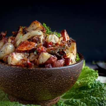 Crispy Roasted Red Potatoes and Cabbage / https://www.hwcmagazine.com