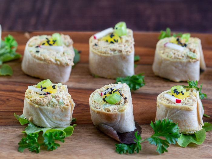 6 tuna rolls ready for guests on a plate.